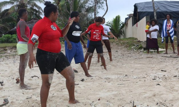 Vanuatu Cricket meets Solwota Sista to take to the waves