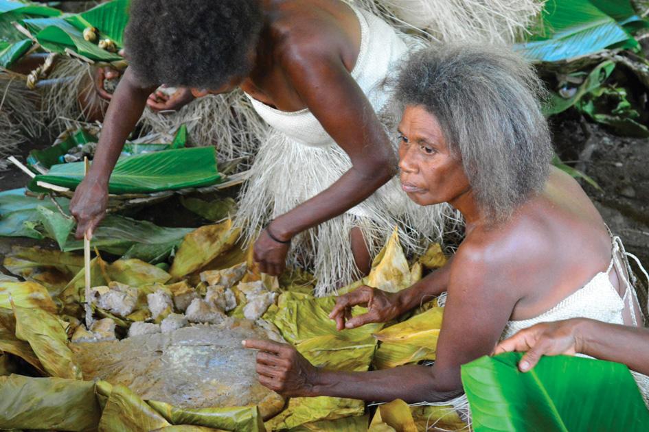 Women-making-food-note-bamboo-knife