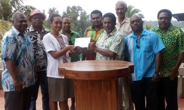 Chiefs thank songstress for donating Vt500,000