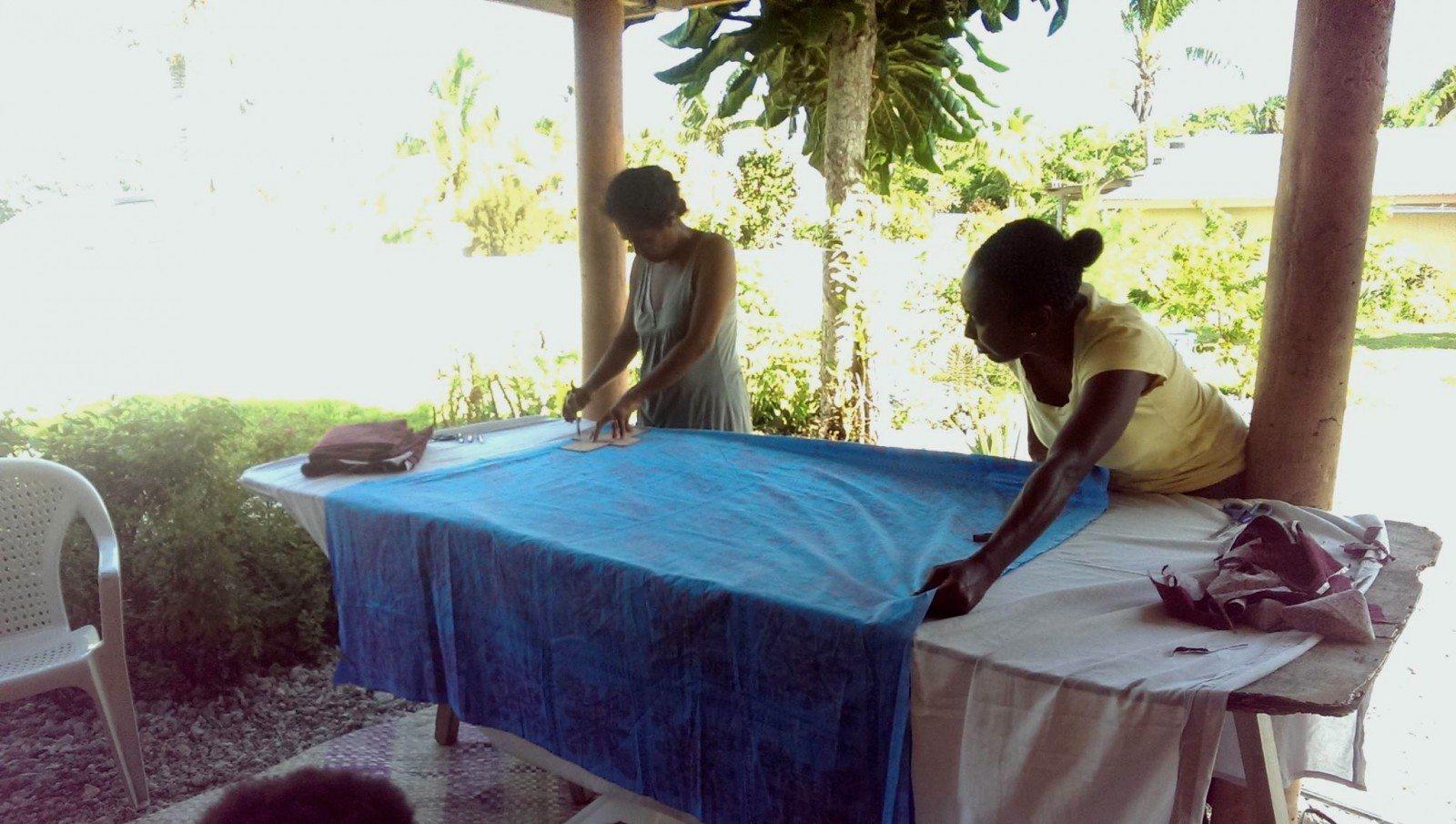 fabric cutting at mamma's laef