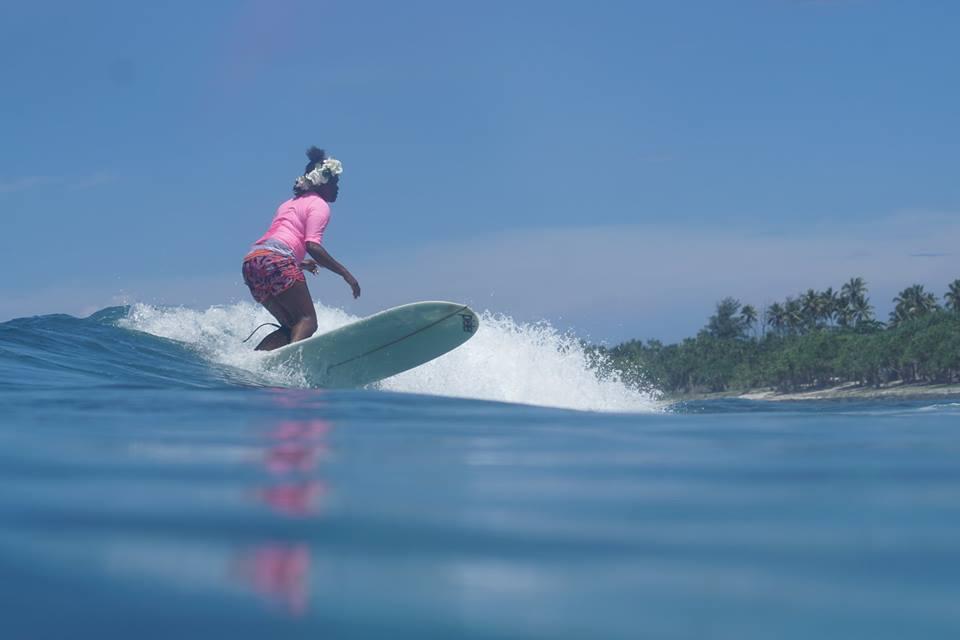 surfing-vanuatu-women