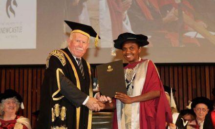 Young ni-Vanuatu graduates with PhD in Linguistics