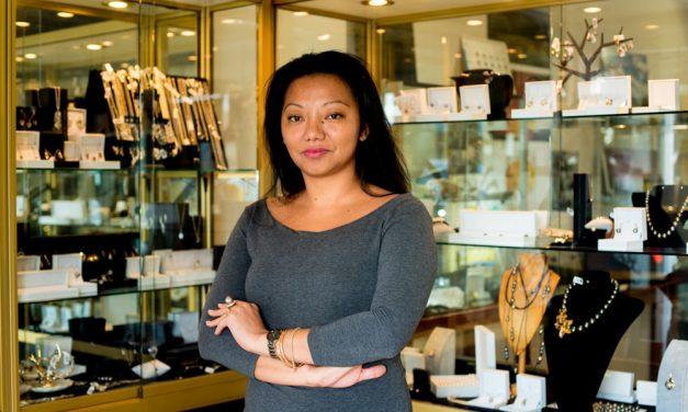 Vanuatu Bijouterie Designer Takes Pride in Jewellery Making