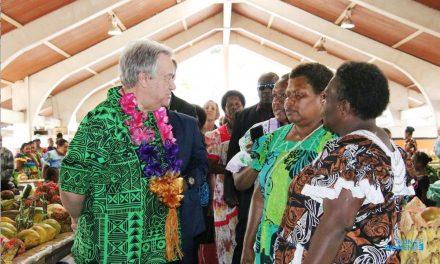 UN Secretary General visits Port Vila market vendors