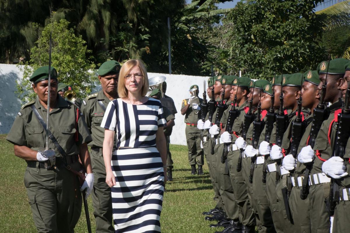 all-women-nivanuatu-guard