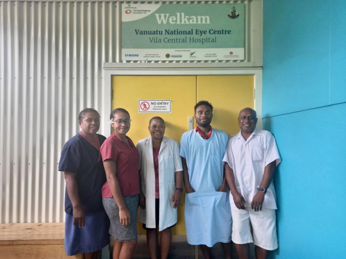 eye-clinic-staff-Vanuatu