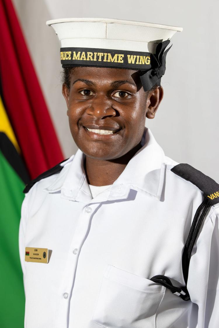 police-officer-vanuatu-woman